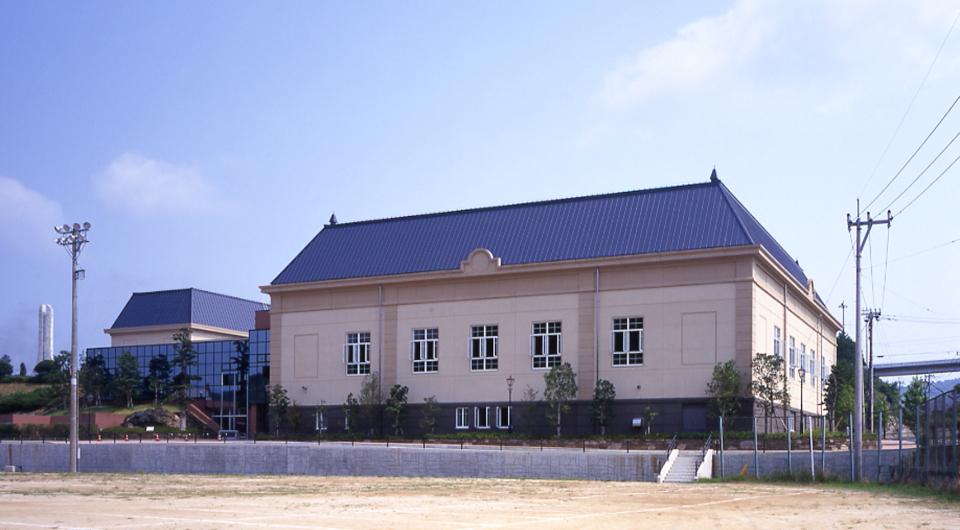 西彼町総合体育館
