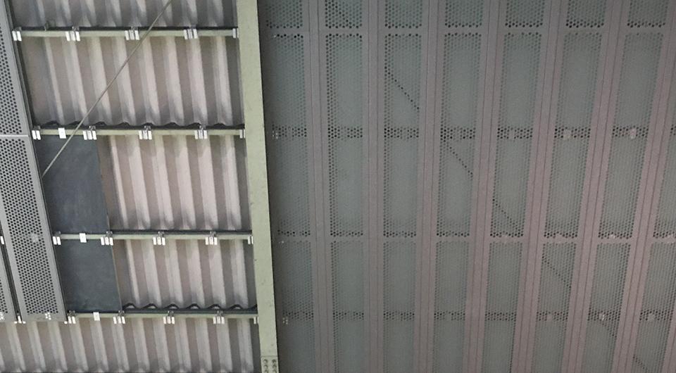 山本板金工業倉庫天井